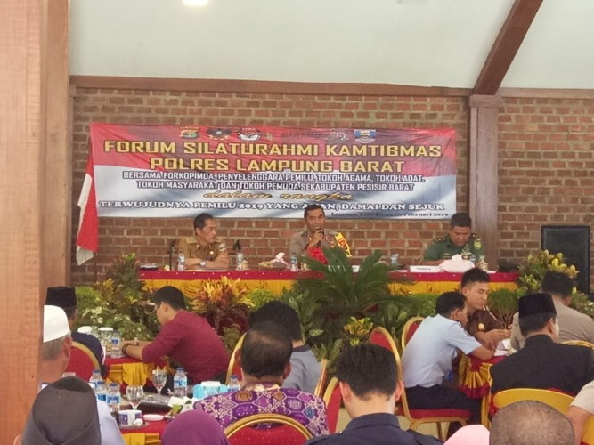 Polres Gelar Forum Silaturahmi Pemilu Damai di Pesisir Barat