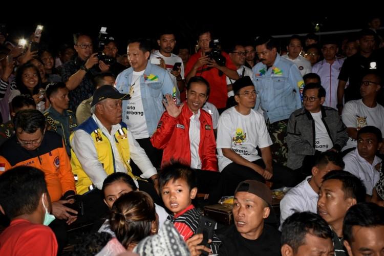 Presiden Beri Sambutan dari Tenda Pengungsian