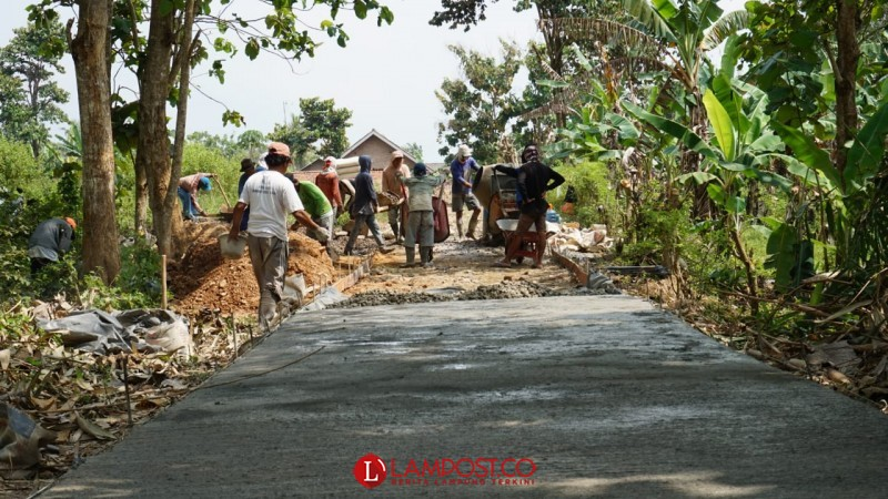 Program Padat Karya Untuk Pembangunan Desa Sidodadi
