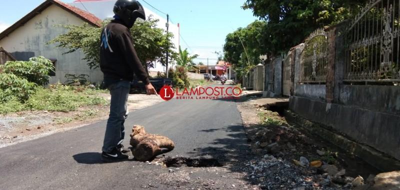 Proyek Jalan di Seloretno Diduga Asal Jadi