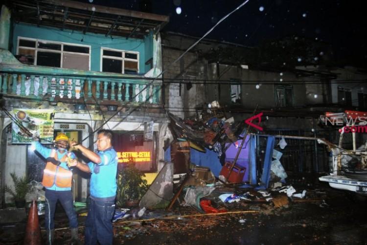 Puting Beliung Rusak Ratusan Rumah di Bogor