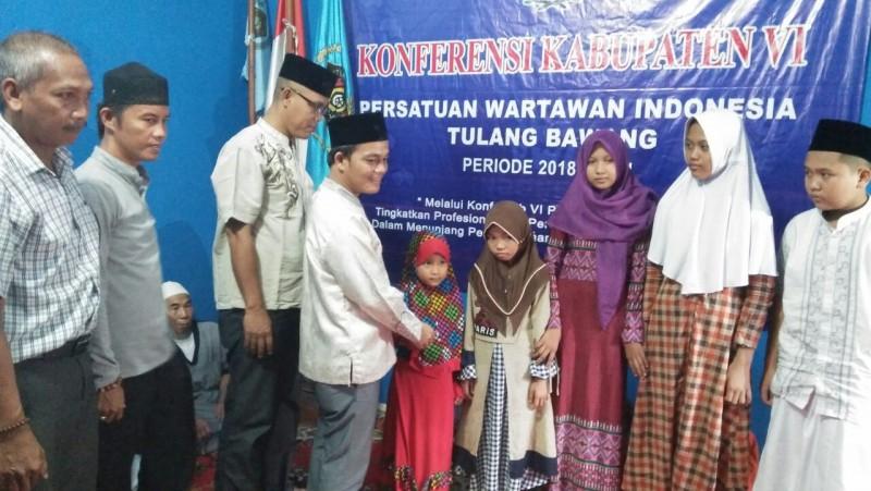 PWI Tulangbawang Gelar Buka Bersama dan Santunan Anak Yatim
