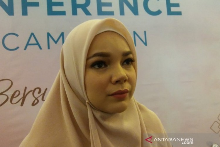 Ramadan, Dewi Sandra Batasi Kegiatan Luar Rumah
