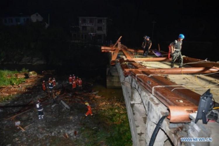 Rangka Jembatan Ambruk, 8 Orang Tewas di China