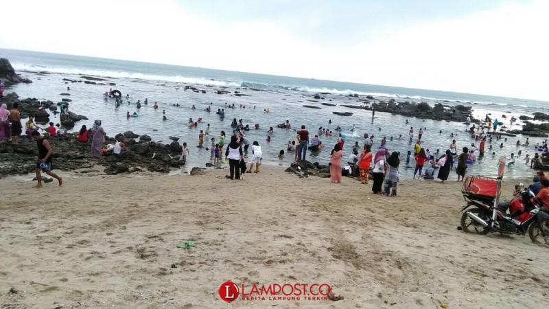 Ratusan Masyarakat Lampung Selatan Ngelop di Laut Sambut Bulan Puasa