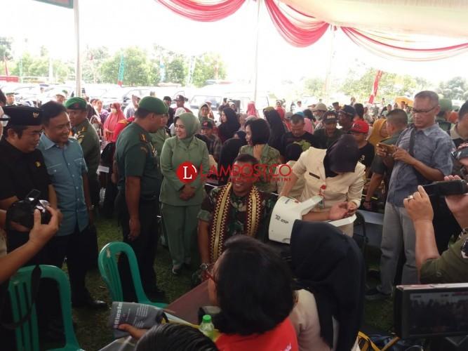 Ribuan Paket Sembako di Pasar Murah Persit Kartika Chandra Diserbu Warga Lamteng