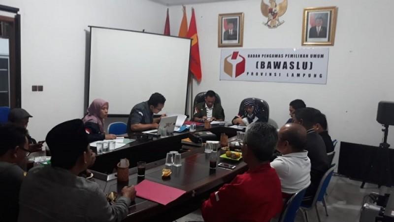 Ridho dan Herman Laporkan Arinal - Nunik ke Bawaslu Lampung