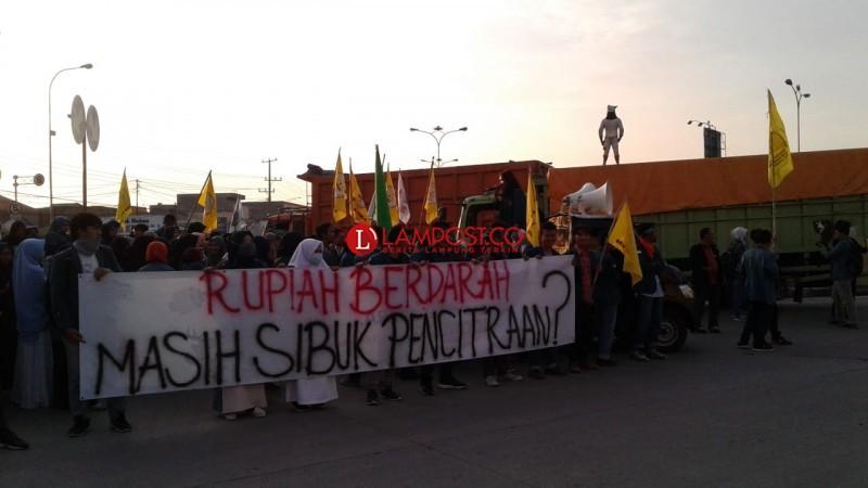 Rupiah Anjlok, Mahasiswa Lampung Tuntut Sikap Strategis Pemerintah