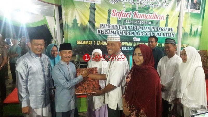 Safari Ramadan di Pringsewu, Danrem 043/Gatam Puji Semangat Gotong Royong Warga Yang Masih Kuat