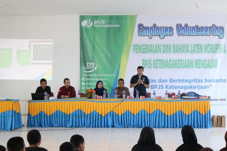 Sambangi SMKN 2 Terbanggibesar, BPJSTK Sosialisasikan Gerakan Antikorupsi dan Manfaat Program Jaminan Sosial