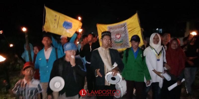Sambut Ramadan, Mahasiswa STAI Tuba Pawai Obor Keliling Desa