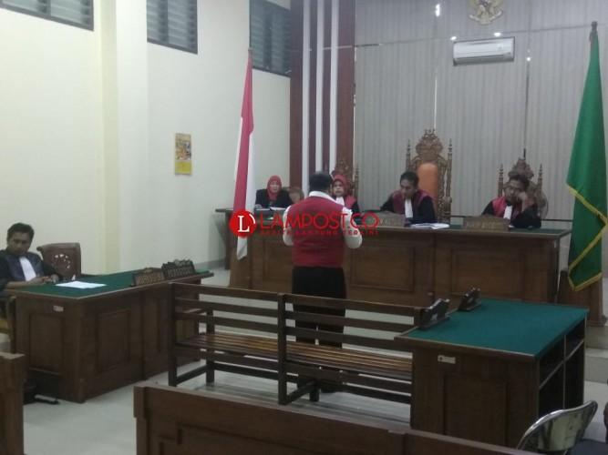 Sampaikan Pembelaan, Michael Mulyadi Menangis; Saya Bukan Penjual Tapi Pemakai
