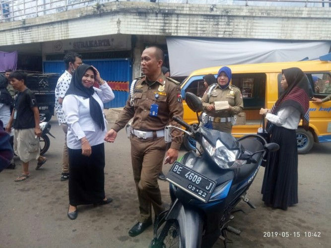 Satpol PP LampuraAmankan 17 ASN di Pasar saat Jam Kerja