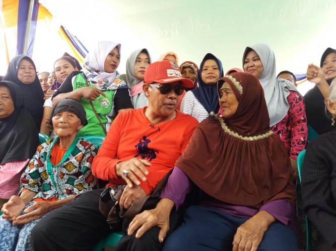 Sejumlah Lansia di Fajar Mataram Berdialog Intens dengan Bupati Loekman