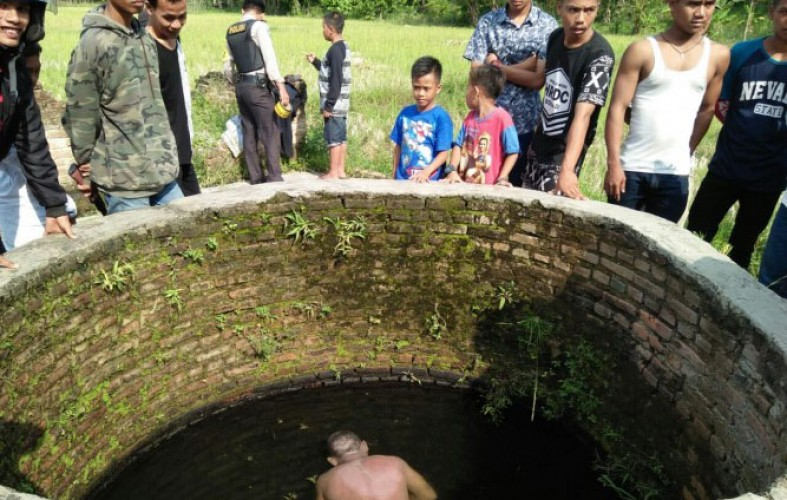 Seorang Nenek Ditemukan Ngambang di Sumur Sedalam 8 Meter