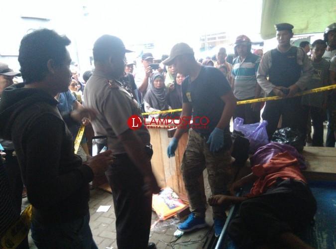 Sesosok Mayat Ditemukan di Emperan Toko Pasar Kopindo Metro