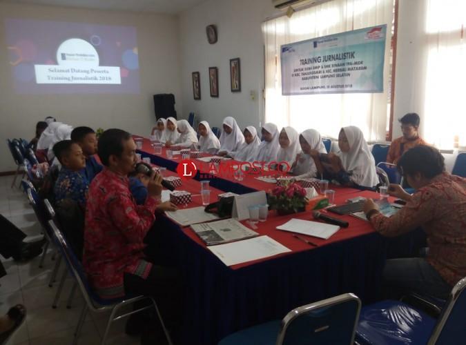 Siswa Binaan YPA-MDR Perdalam Ilmu Jurnalistik