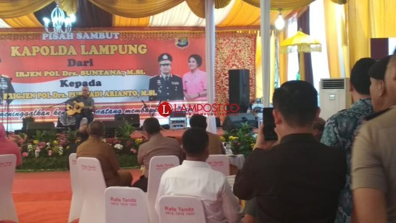 Suara Merdu Ebiet G. Ade Iringi Pisah Sambut Kapolda Lampung