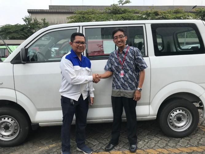 Suzuki Beri Donasi Mobil ke SMK