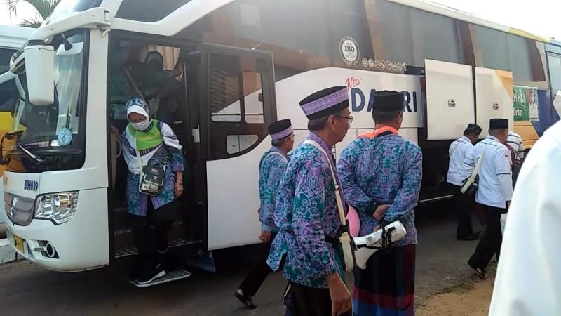 Tangis Haru Sambut Kepulangan Jemaah Haji
