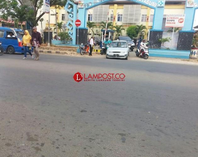 Tarif Parkir di RSD Ryachudu Kotabumi Dikeluhkan