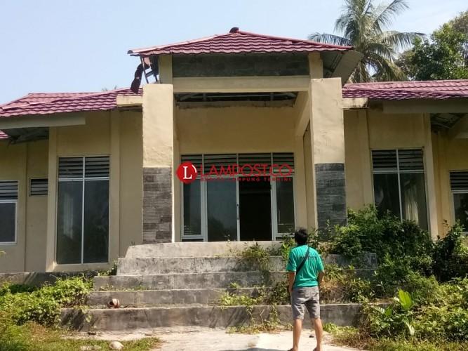 Terbengkalai, Pembangunan Kantor Kecamatan Pulau Pisang Tak Kunjung Selesai