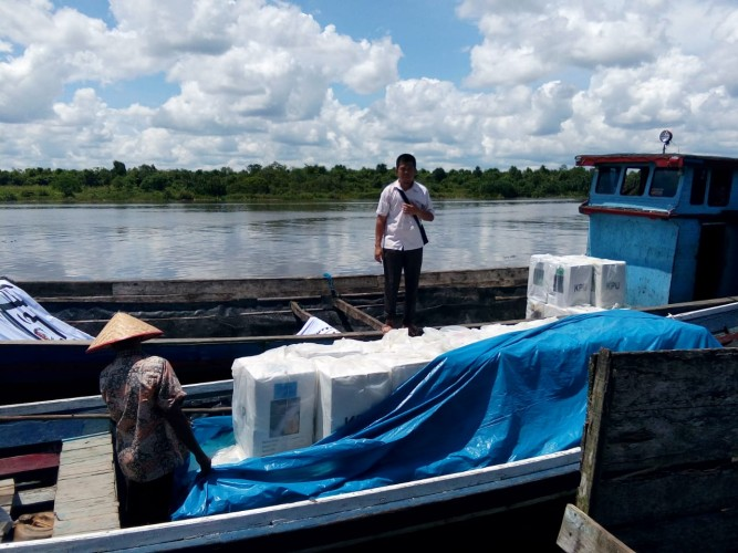 Terkendala Cuaca, KPU Mesuji Hari Ini Berhasil Distribusikan Logistik ke Tiga Kecamatan