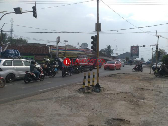 Traffic Light Rusak, Lalu Lintas di Kotabumi Semrawut