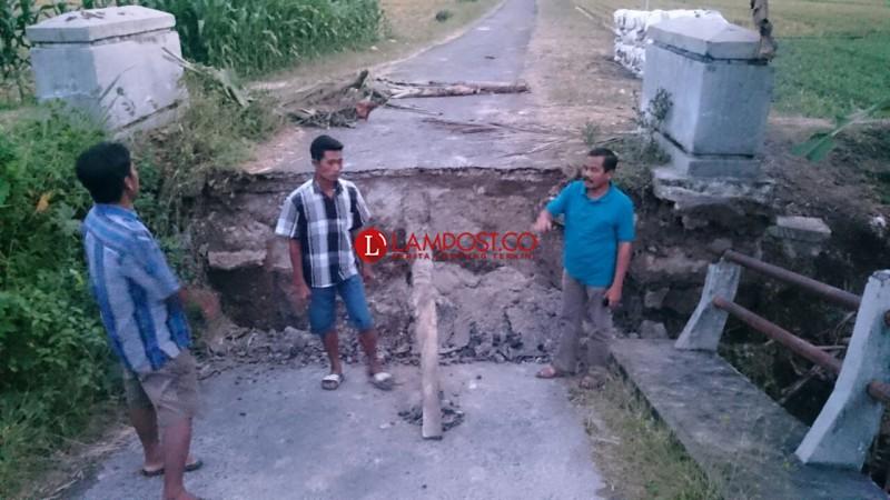 Usai Jembatan Ambrol, Roda Perekonomian Warga Eksodan Aceh di Lamsel Terhambat