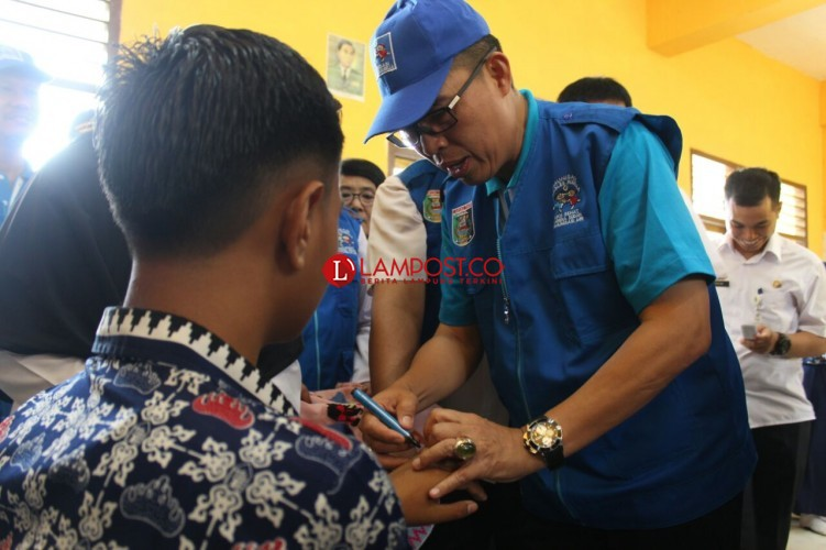 Wakil Bupati Canangkan Kampanye Imunisasi MR di Lamtim