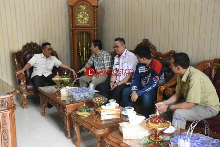 Wakil Bupati Lamtim Terima Kunjungan Dua Produsen Sepeda