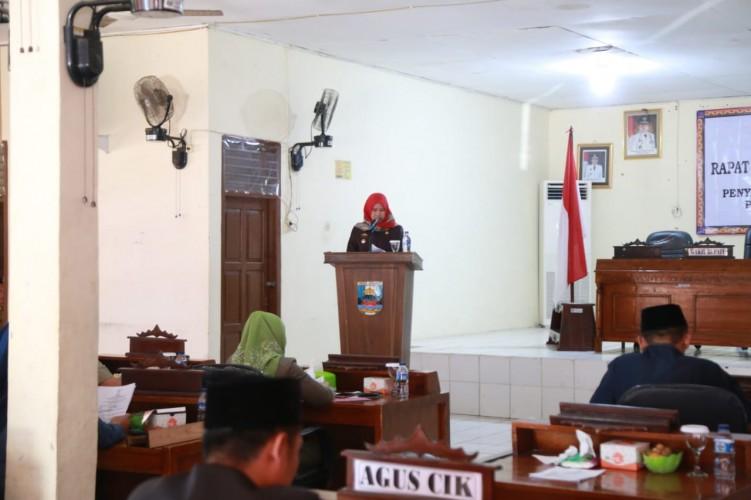 Wakil Bupati PesibarSampaikan LPJ Tahun Anggaran 2017 Dalam Rapat Paripurna