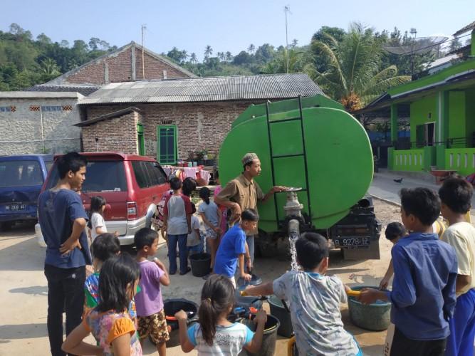 Warga Kaliawi Persada Dapat Air Bersih dari ACT