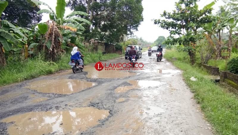 Warga Palasjaya Tagih Janji Perbaikan Jalan Poros Palas
