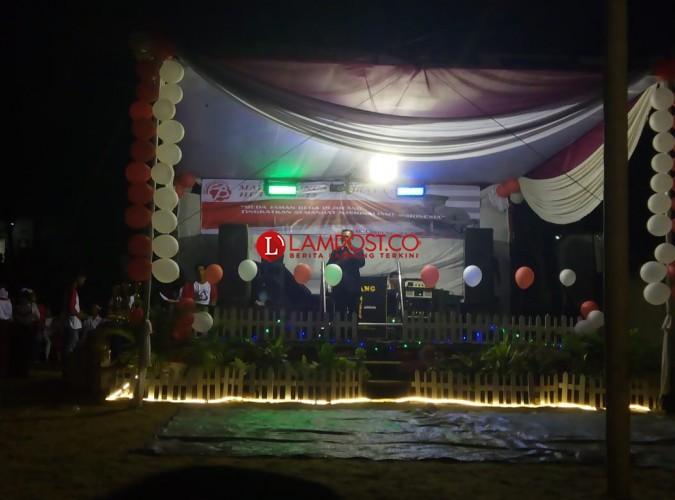 Warga RT 011 Langkapura Helat Malam Puncak HUT RI