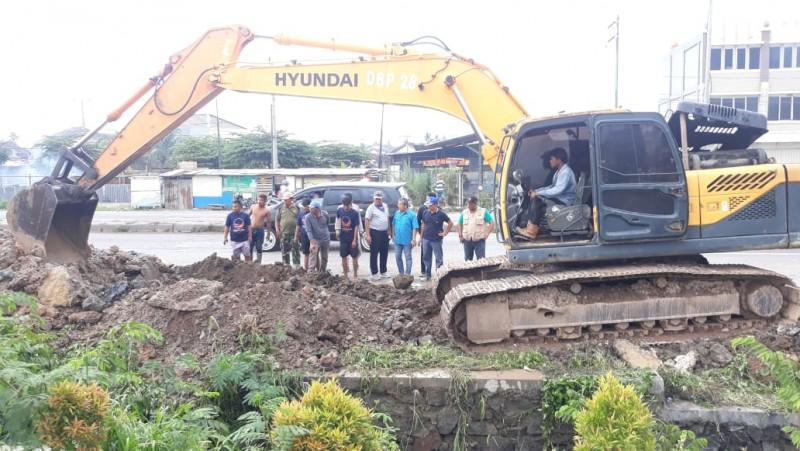 Warga Sukarame Gotong Royong Bersihkan Selokan Mampet