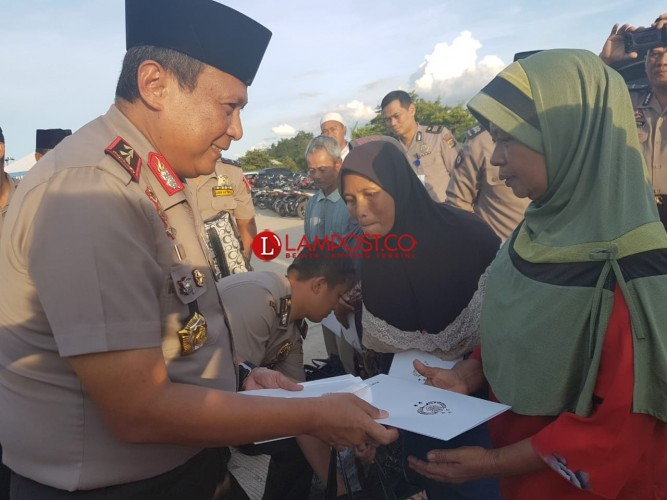 Warga Tubaba Dapat Santunan dan Takjil Gartis dari Kapolda Lampung
