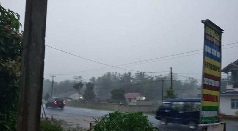 Waspada Hujan Deras dan Angin Kencang di Kecamatan Tulangbawang Tengah