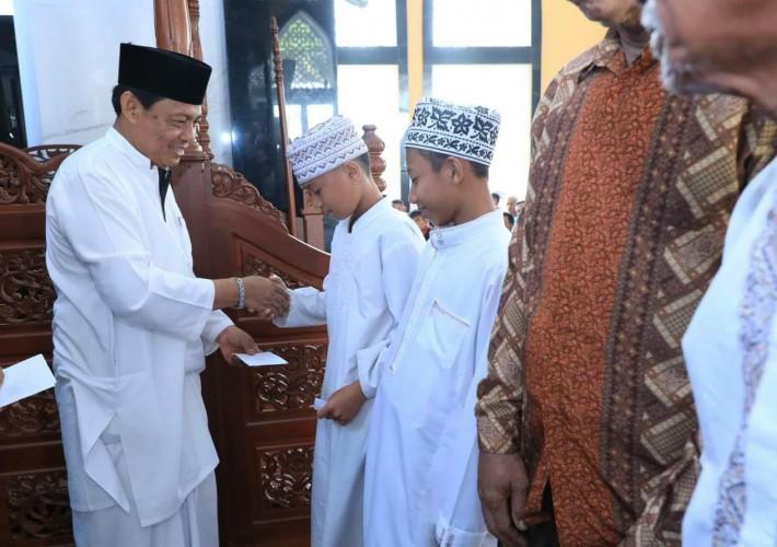 Zakat Fitrah di Lamsel Dibagikan Melalui  UPZ Dinas dan Masjid Bani Hasan
